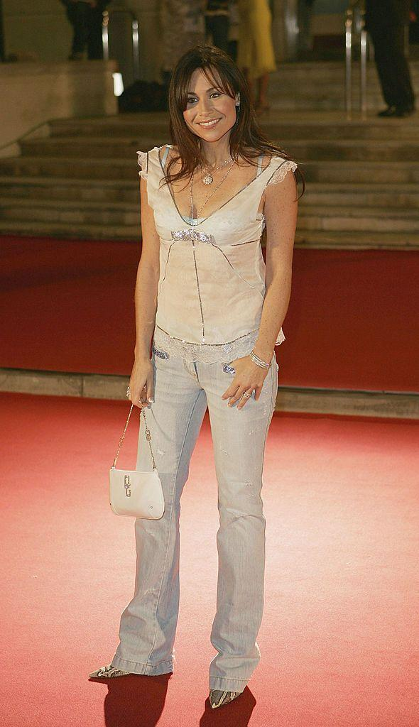 <p>Side fringe, check. Sheer frill top, check. Light wash bootcut jeans, check. Mini bag, check. Pointed stilletos, check. It's Minnie Driver at the 2005 BRITs! </p>
