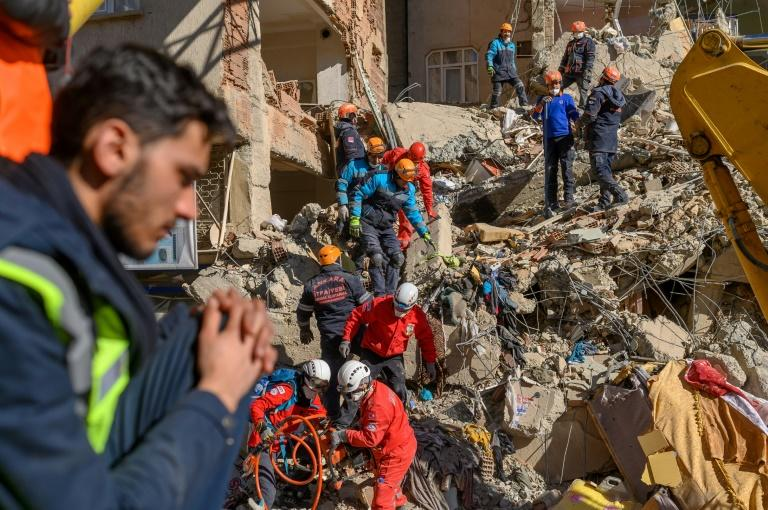 There have been more than 500 aftershocks following Friday's deadly quake (AFP Photo/BULENT KILIC)