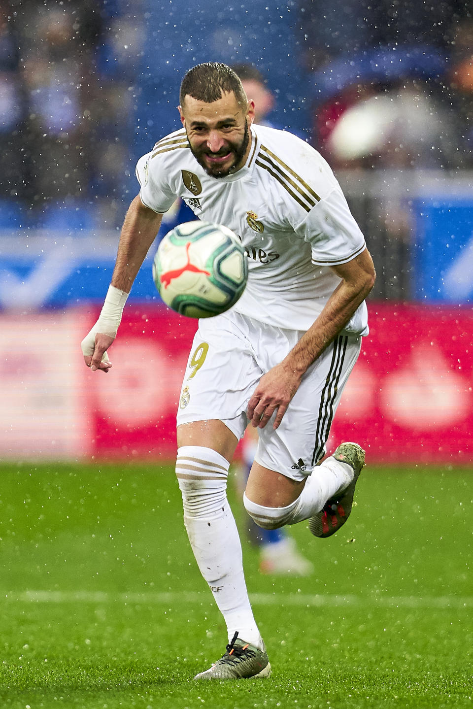 VITORIA-GASTEIZ, SPAIN - NOVEMBER 30: Karim Benzema of Real Madrid CF with the ball during the Liga match between Deportivo Alaves and Real Madrid CF at Estadio de Mendizorroza on November 30, 2019 in Vitoria-Gasteiz, Spain. (Photo by Quality Sport Images/Getty Images)