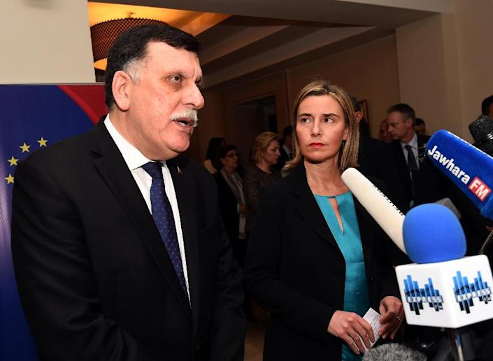 Libyan Prime Minister-designate Fayez al-Sarraj (left) and EU foreign policy chief Federica Mogherini attend a joint press conference in Tunis, on January 8, 2016 (AFP Photo/Fethi Belaid)