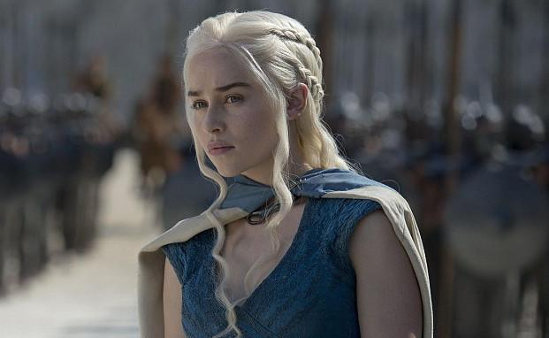 The significance of what Daenerys Targaryen is wearing in this Season 7 leaked photo is INSANE