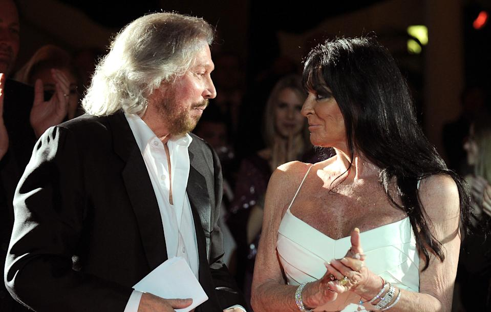 """Barry Gibb and Linda Gray attend """"G'Day USA 2011"""" Black Tie Gala at Hollywood Palladium on January 22, 2011 in Hollywood, California. (Photo by John Sciulli/WireImage)"""