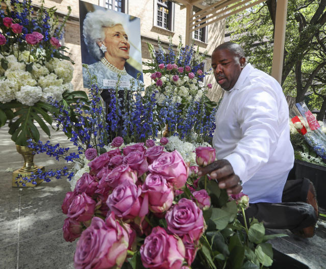 <p>Hiram Smith, owner of HiramStyle, prepares a floral arrangement around a portrait of former first lady Barbara Bush in the Barbara Bush Literacy Plaza on Thursday, April 19, 2018, in Houston. (Photo: Steve Gonzales/Houston Chronicle via AP) </p>