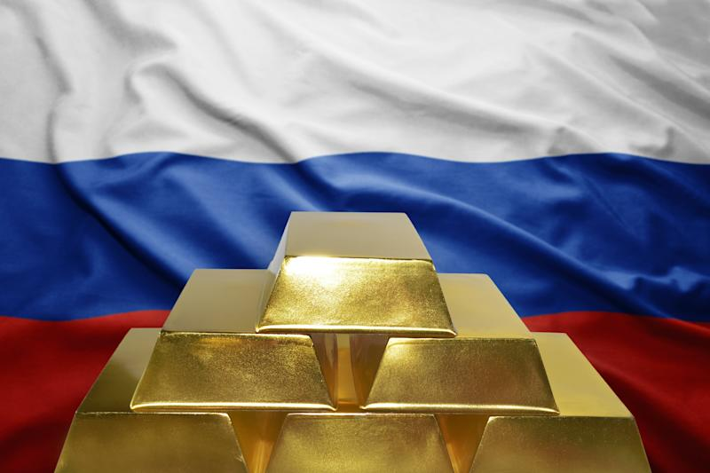 The Bank of Russia will reportedly consider a gold-backed cryptocurrency for international settlements, but some officials would prefer to use national currencies. | Source: Shutterstock
