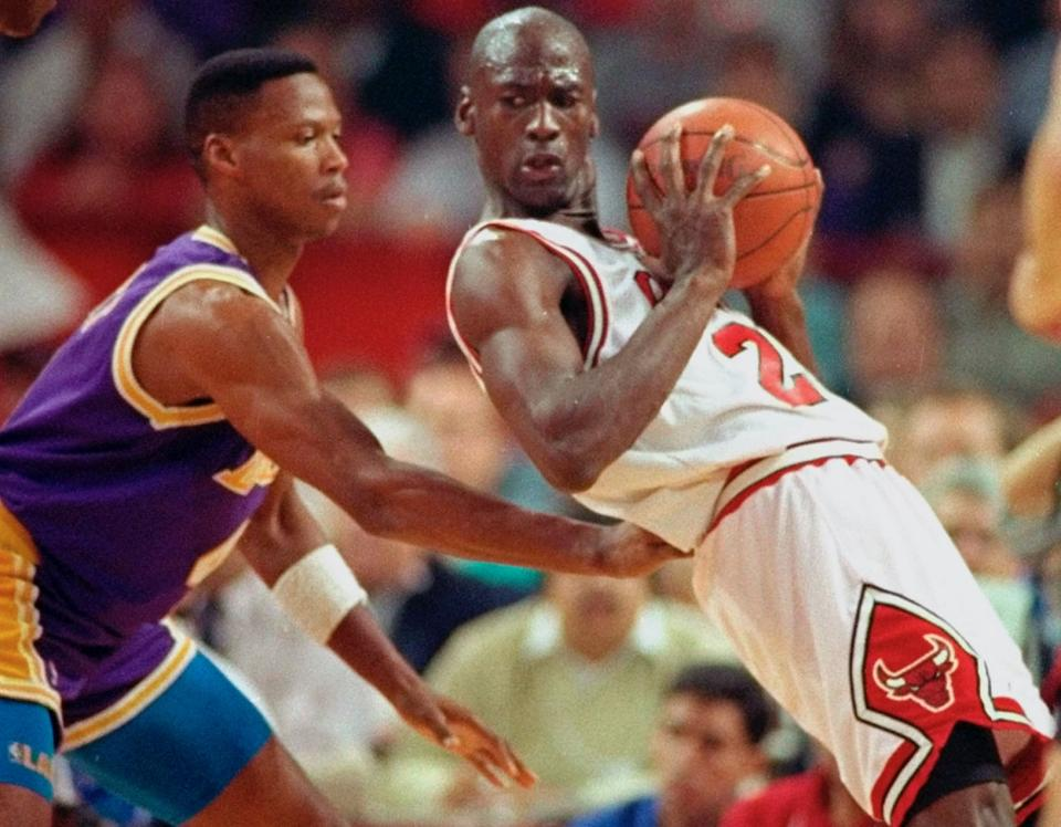 The Bulls were under pressure in Game 2 of the 1991 NBA Finals after losing Game 1 at home. (AP Photo/John Swart)