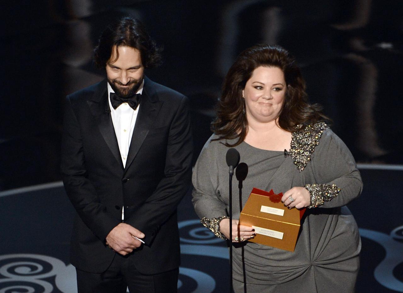 HOLLYWOOD, CA - FEBRUARY 24:  Actor Paul Rudd and actress Melissa McCarthy present onstage during the Oscars held at the Dolby Theatre on February 24, 2013 in Hollywood, California.  (Photo by Kevin Winter/Getty Images)
