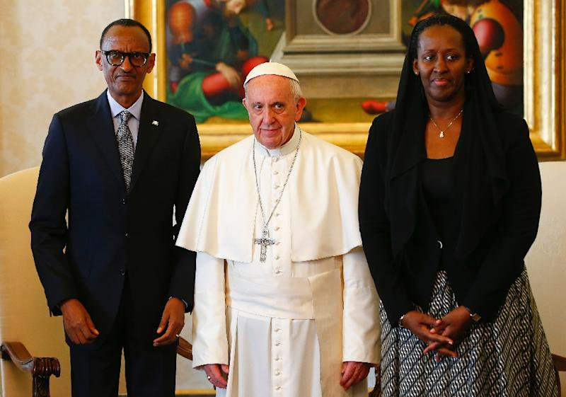Pope Francis (centre) poses with Rwanda's President Paul Kagame and his wife Jeannette Kagame ahead of a meeting at the Vatican March 20, 2017