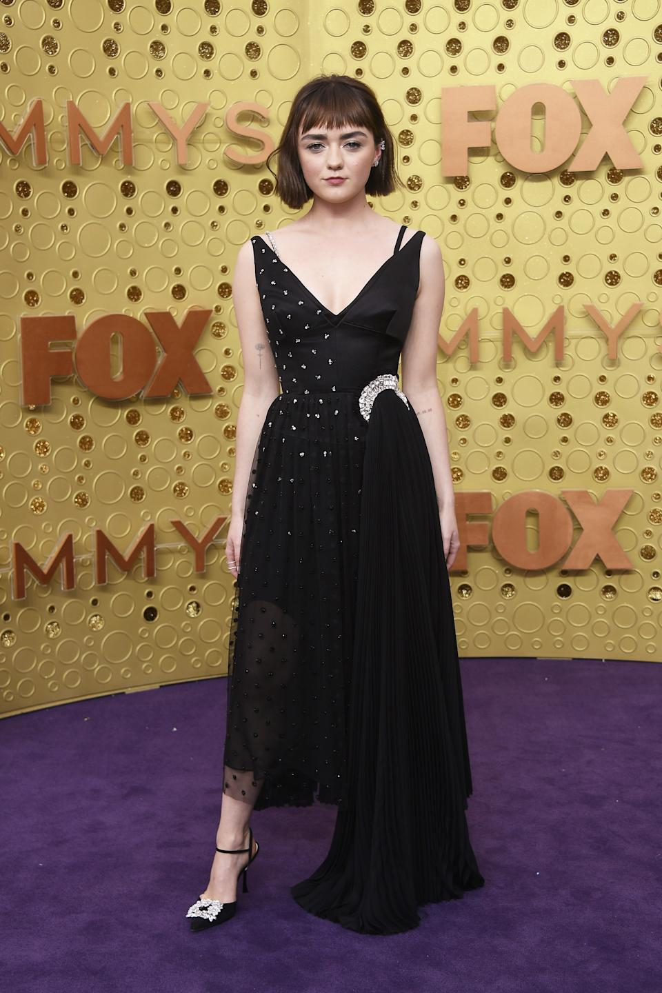 """<h1 class=""""title"""">Maisie Williams in custom JW Anderson, Roger Vivier shoes, and Repossi jewelry</h1><cite class=""""credit"""">Photo: Getty Images</cite>"""