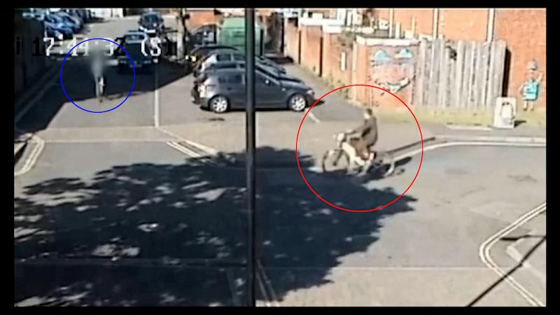 Video showing moments before Darren Edginton - in the blue circle - was stabbed by a teenager - in the red circle. (SWNS)
