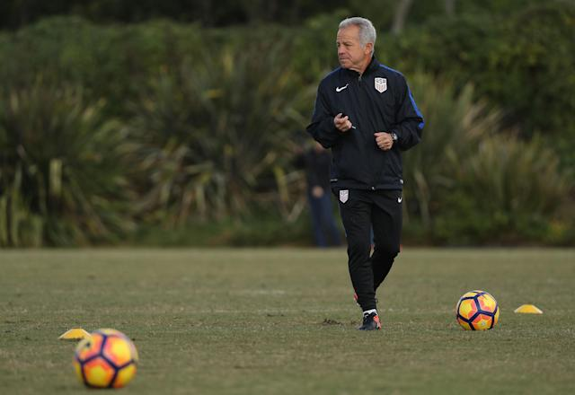 Dave Sarachan helps lead a U.S. men's national team training session. (Getty)