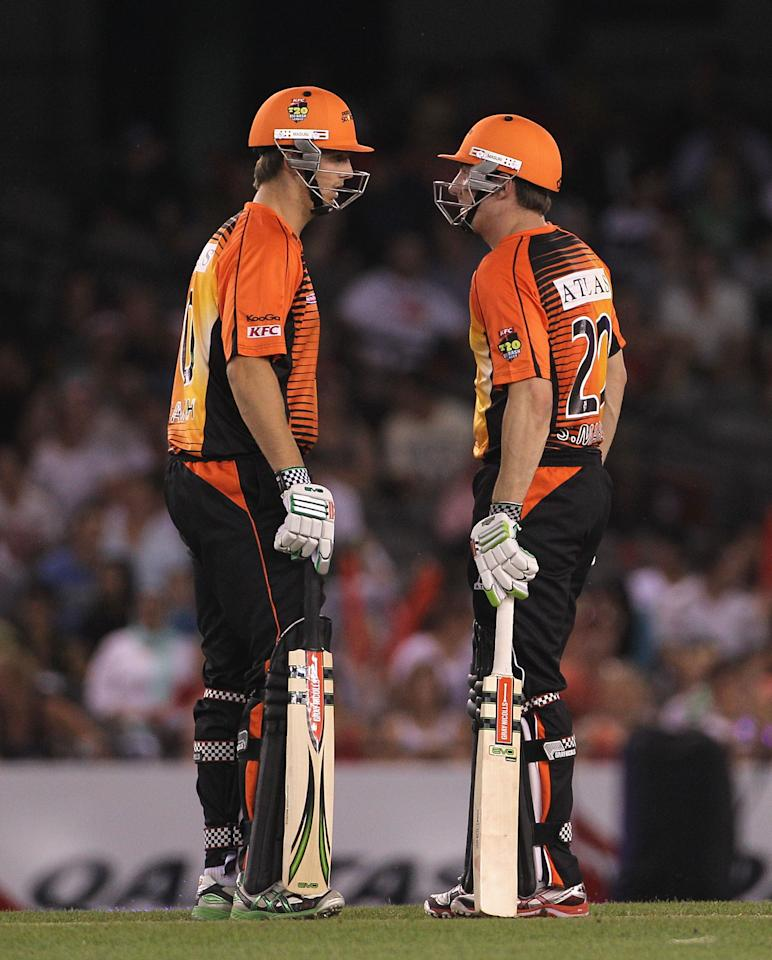 MELBOURNE, AUSTRALIA - DECEMBER 22:  Shaun Marsh (R) of the Scorchers speaks with brother and team mate Mitchell Marsh during the T20 Big Bash League match between the Melbourne Renegades and the Perth Scorchers at Etihad Stadium on December 22, 2011 in Melbourne, Australia.  (Photo by Hamish Blair/Getty Images)