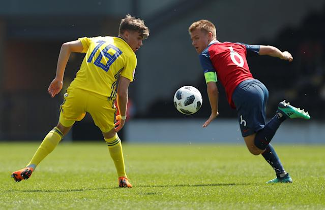 Soccer Football - UEFA European Under-17 Championship - Group B - Norway v Sweden - Pirelli Stadium, Burton Upon Trent, Britain - May 7, 2018 Norway's Thomas Rekdal in action with Sweden's Julian Larsson Action Images via Reuters/Lee Smith