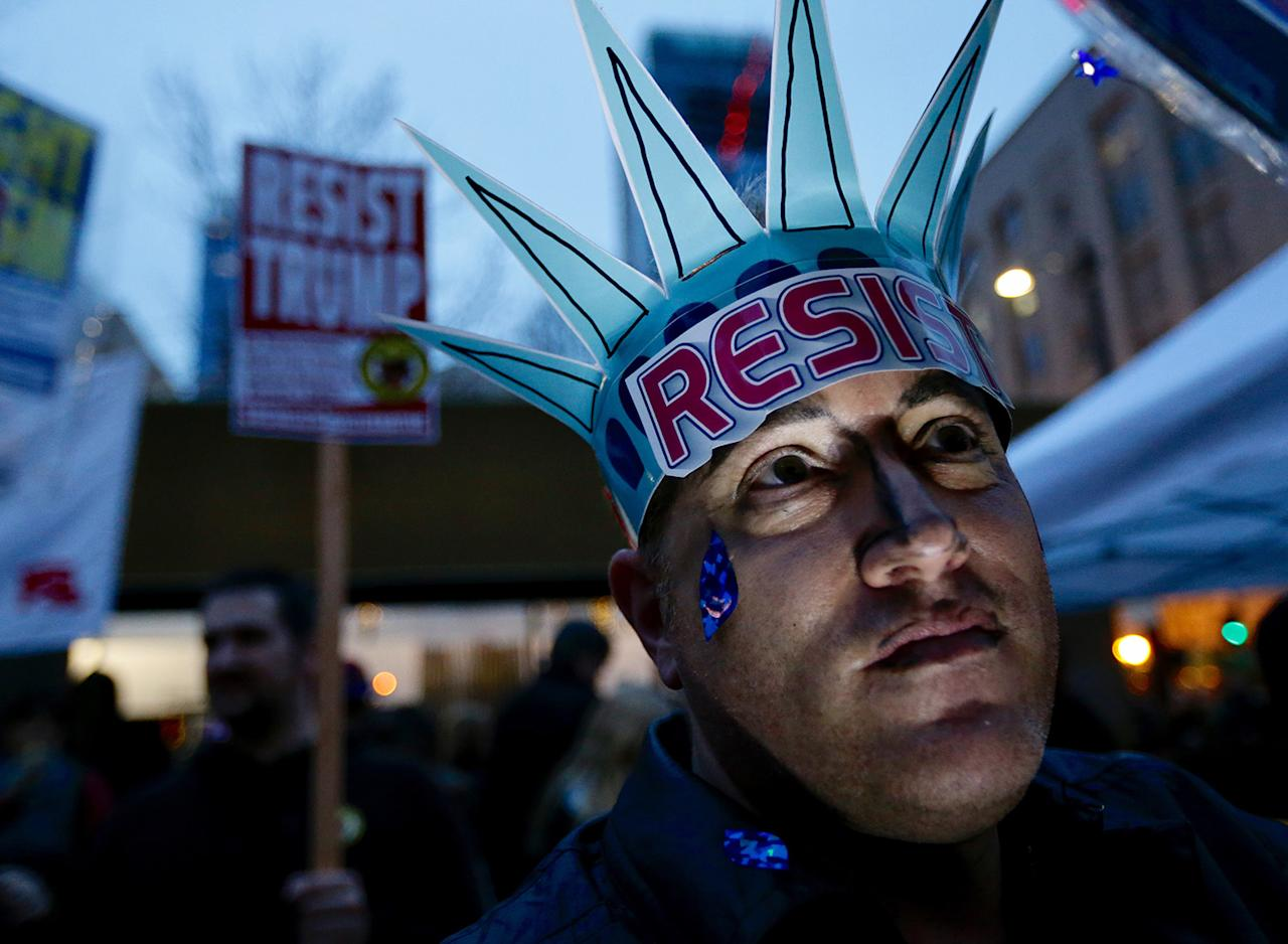 <p>Clinton Jessee takes part in a demonstration against President Donald Trump, Friday, Jan. 20, 2017, in Seattle. (Photo: Ted S. Warren/AP) </p>