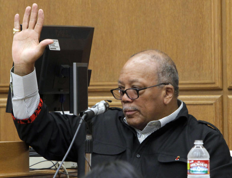 """CORRECTS TO SAY SLANDER TRIAL IS AGAINST JOE FRANCIS, NOT STEVE WYNN - Music mogul, Quincy Jones testifies in court Thursday Sept. 6, 2012 in Los Angeles during a slander trial against Joe Francis. Jones testified Thursday that he never told """"Girls Gone Wild"""" creator Joe Francis that casino mogul Steve Wynn had threatened to kill the soft-porn producer and have him buried in the desert. (AP Photo/Nick Ut)"""