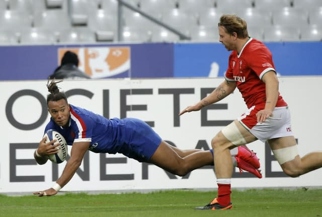 France's Teddy Thomas races clear to score