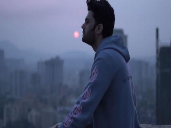 A still from the video featuring Maniesh Paul (Image courtesy: YouTube)