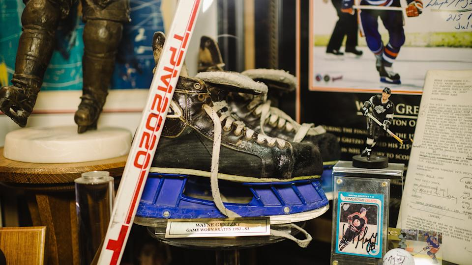 An Ontario Provincial Police officer has been arrested and charged with fraud in relation to a number of stolen Wayne Gretzky items from Walter Gretzky's home. (Brian B. Bettencourt/Toronto Star via Getty Images)