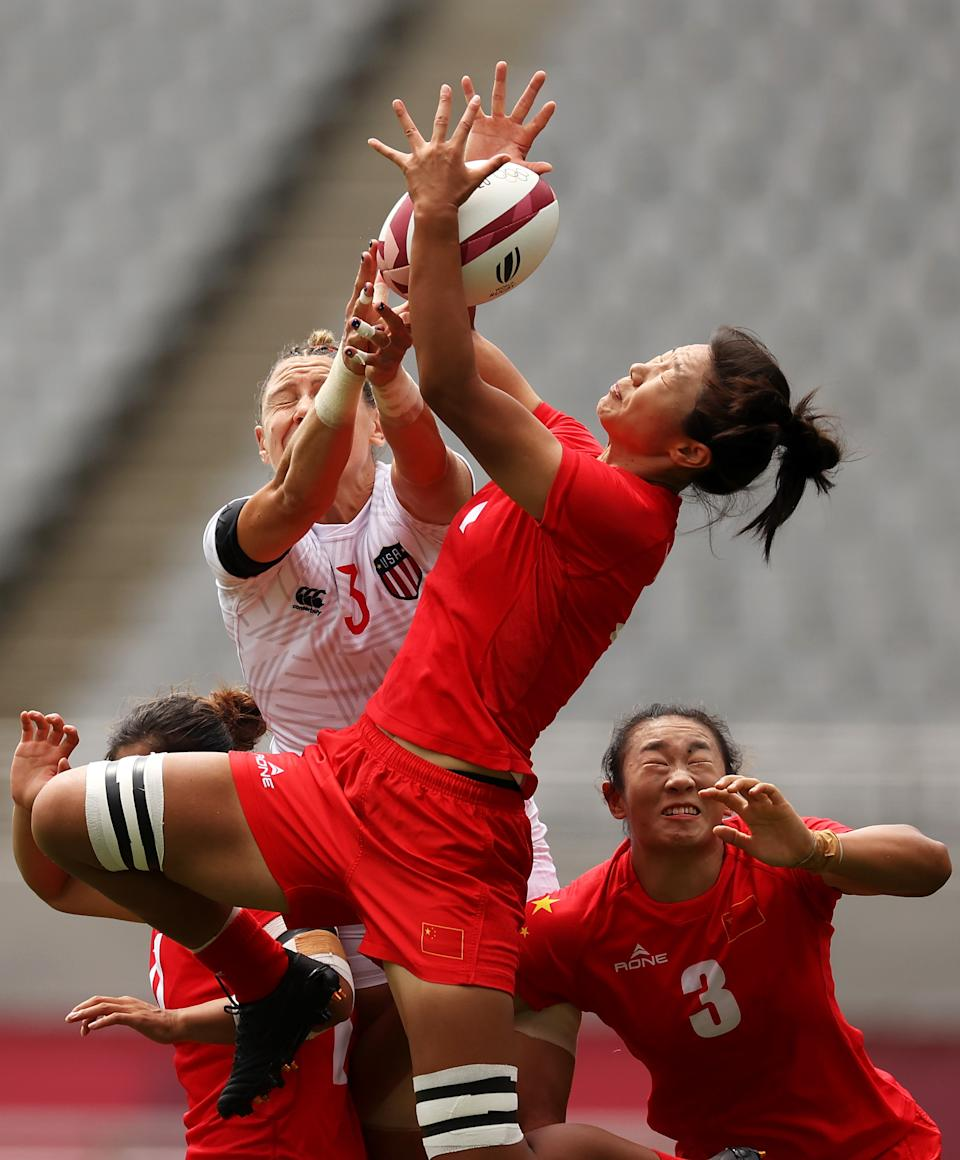 <p>Min Yang of Team China wins the ball over Abby Gustaitis of Team United States in the Women's pool C match between Team United States and Team China during the Rugby Sevens on day six of the Tokyo 2020 Olympic Games at Tokyo Stadium on July 29, 2021 in Chofu, Tokyo, Japan. (Photo by Dan Mullan/Getty Images)</p>