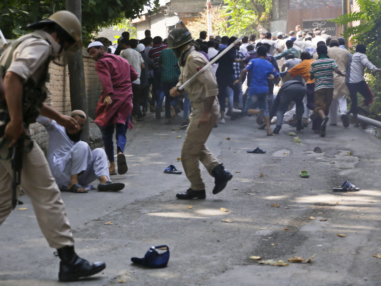 <p>Indian policemen charge at protestors outside the office of the United Nations Military Observer Group in Srinagar, Indian controlled Kashmir, July 29, 2016. Police fired tear gas and used wooden batons to disperse the protesters. However, youths regrouped in streets later and clashed with the police, hurling rocks at them. (Photo: Mukhtar Khan/AP)</p>