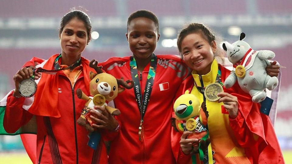 Sudha Singh (L) in the podium after 3000m steeplechase event at the 2018 Asian Games.