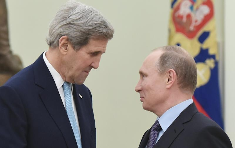 US Secretary of State John Kerry (L) speaks with Russia's President Vladimir Putin during a meeting at the Kremlin in Moscow on December 15, 2015 (AFP Photo/Mandel Ngan)