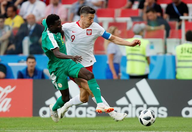 Soccer Football - World Cup - Group H - Poland vs Senegal - Spartak Stadium, Moscow, Russia - June 19, 2018 Poland's Robert Lewandowski in action with Senegal's Moussa Wague REUTERS/Maxim Shemetov