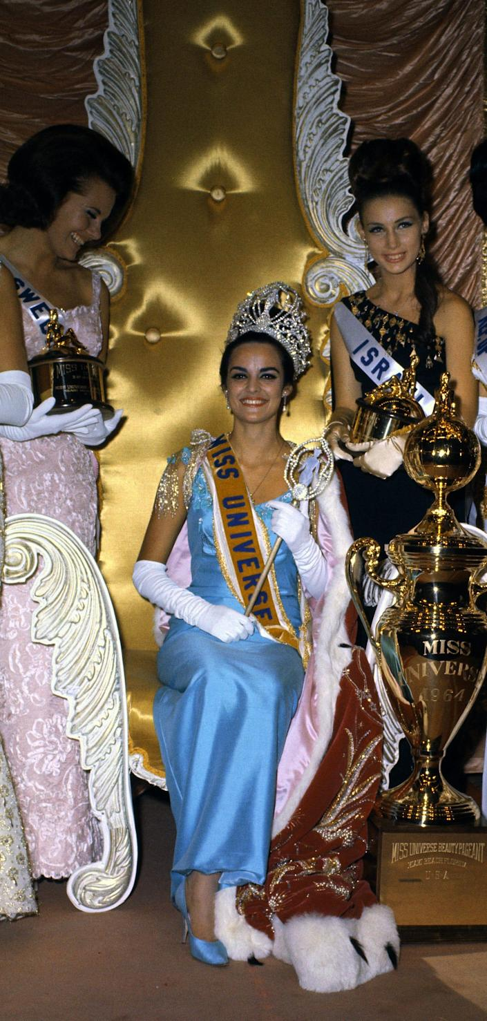 Corinna Tsopei of Greece wear the country's flag colors when she was crowned.