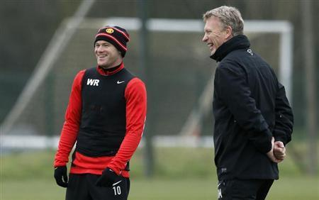 Manchester United's manager David Moyes (R) and player Wayne Rooney smile during a training session at the club's Carrington training complex in Manchester, northern England November 26, 2013. REUTERS/Phil Noble