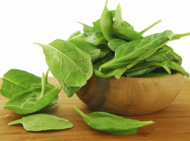 <b>Spinach:</b> This green leafy vegetable is a wonder food for not only your vision but also your brain. The vegetable contains Vitamin A, C, K, iron, magnesium, folate and calcium. The range of nutrients protects your body from a number of diseases like cancer, heart attacks amongst others.