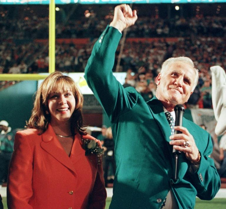 Former Miami Dolphins head coach Don Shula salutes fans in 1997