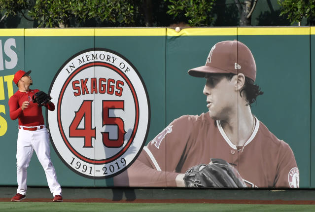 """New details revealed by ESPN indicated that <a class=""""link rapid-noclick-resp"""" href=""""/mlb/teams/la-angels/"""" data-ylk=""""slk:Angels"""">Angels</a> team officials were aware of Tyler Skaggs' drug use before the pitcher's death. (Photo by John McCoy/Getty Images)"""