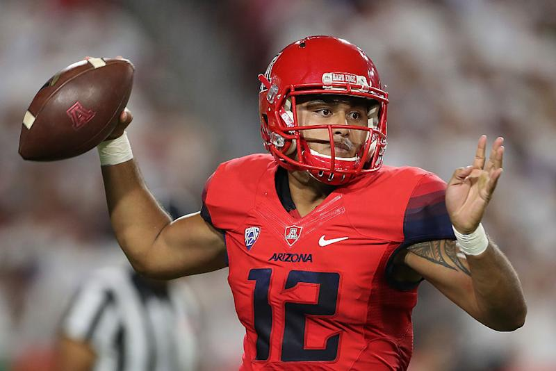 Arizona QB Anu Solomon opts to transfer after injury-riddled 2016. (Getty)