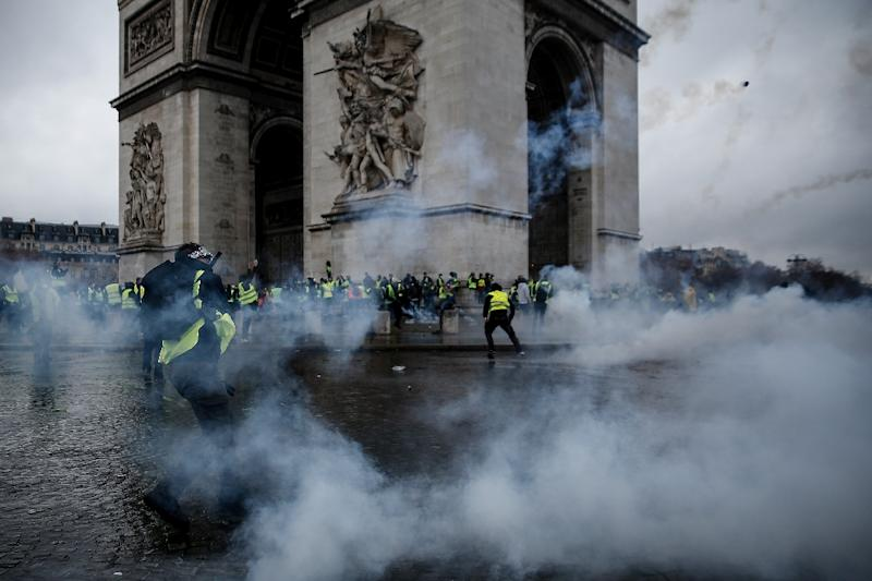 Paris protests: France to consider imposing state of emergency