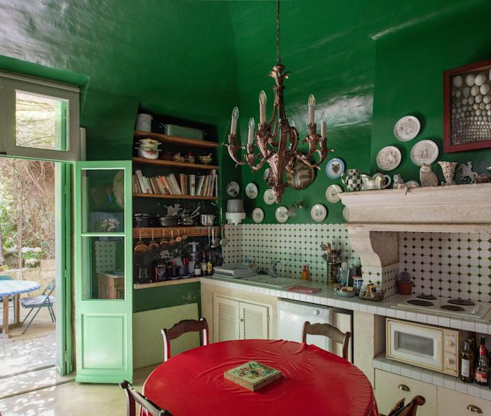 Gien faience plates hang on the walls of the kitchen.