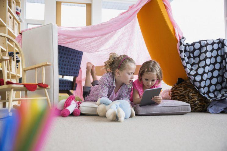 Should all parents impose a tech-free day? [Photo: Getty]