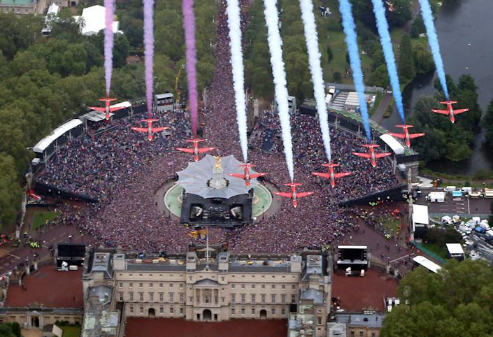 The Royal Air Force Aerobatic Team fly in formation over Buckingham Palace as The Royal family stand on the balcony on June 5, 2012 in London, England. For only the second time in its history the UK celebrates the Diamond Jubilee of a monarch. Her Majesty Queen Elizabeth II celebrates the 60th anniversary of her ascension to the throne. Thousands of wellwishers from around the world have flocked to London to witness the spectacle of the weekend's celebrations. (Photo by Peter Macdiarmid - WPA Pool /Getty Images)