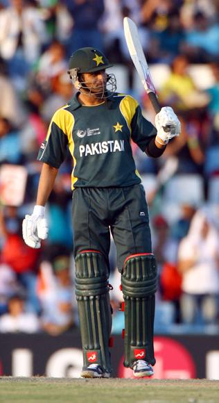 Shoaib Malik acknowleges his 100t during The ICC Champions Trophy Group A Match between India and Pakistan on September 26, 2009 at The Supersport Stadium in Centurion, South Africa.  (Photo by Julian Herbert/Getty Images) *** Local Caption *** Shoaib Malik