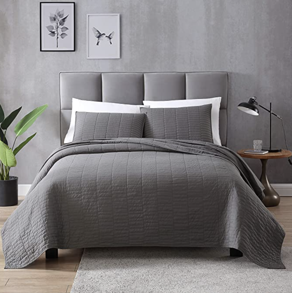 EXQ Home Quilt Set Full/Queen Size Grey. (PHOTO: Amazon)