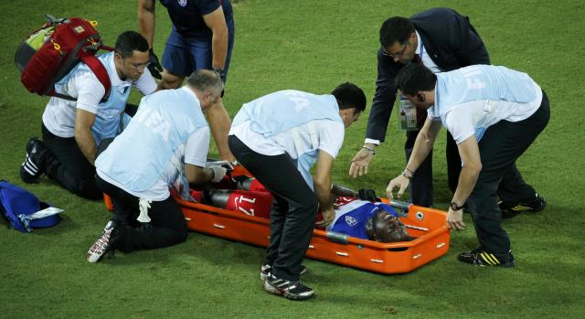Jozy Altidore of the U.S. receives medical attention after sustaining an injury during their 2014 World Cup Group G soccer match against Ghana at the Dunas arena in Natal June 16, 2014. REUTERS/Carlos Barria (BRAZIL - Tags: SOCCER SPORT WORLD CUP)