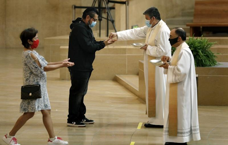 LOS ANGELES-CA-JUNE 7, 2020: Worshippers are welcomed back at the Cathedral of Our Lady of the Angels in downtown Los Angeles on Sunday, June 7, 2020. Measures put in place to keep worshippers safe include occupancy limited to 100 people, mandatory face masks, and social distancing. (Christina House / Los Angeles Times)