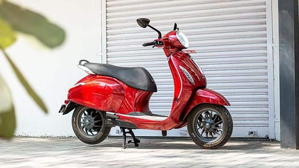 Bajaj Chetak e-scooter becomes costlier by a whopping Rs. 15,000