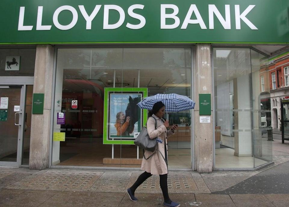 A new £100 switching offer has been launched by Lloyds Bank (Yui Mok/PA) (PA Archive)