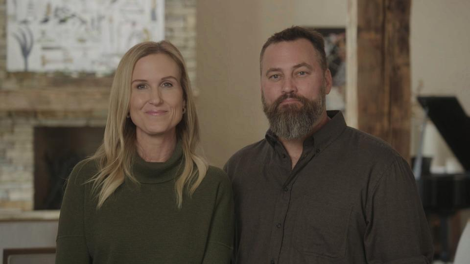 Korie and Willie Robertson lead their family in a discussion about gun safety. (Photo: Facebook Watch)