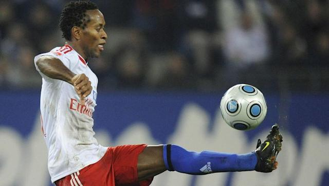 <p>Famed for his drastic and ever-changing haircuts, Ze Roberto is another Brazilian who spent over a decade in Germany's top flight for Bayer Leverkusen, Bayern Munich and Hamburger SV. </p> <br><p>The 43-year-old has made more Bundesliga appearances than any other Brazilian, taking to the field 386 times. Ze Roberto won four Bundesliga and DFB-Pokal titles with Bayern, although it was during his time at Real Madrid where he lifted the Champions League. </p> <br><p>The quick, hard working man was a versatile asset to each side he represented, as he was able to play on the left-hand side of defence, as well as across midfield. His calm play on the ball meant that he could slow play down, but he was also able to start attacks quickly with precise passing. </p> <br><p>He currently plays for Palmeiras, where he has a contract until the end of 2017.</p>