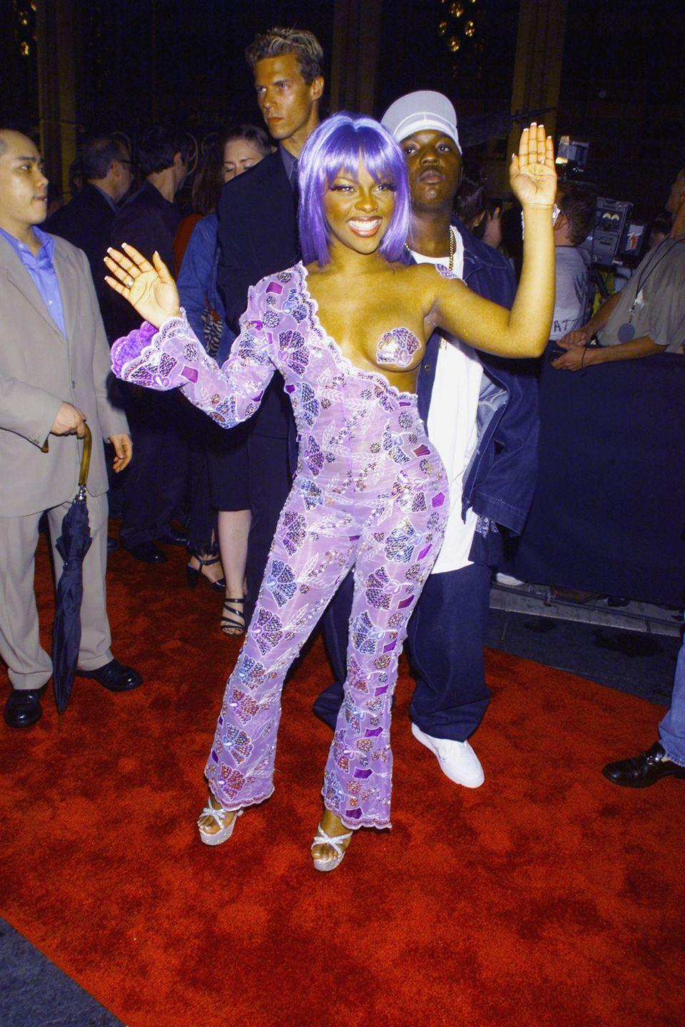 <p>Lil' Kim on the red carpet at the MTV Video Music Awards in New York City on September 9, 1999.</p>