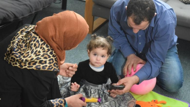 'We're actually making a difference': Young adults help Syrian mothers learn English