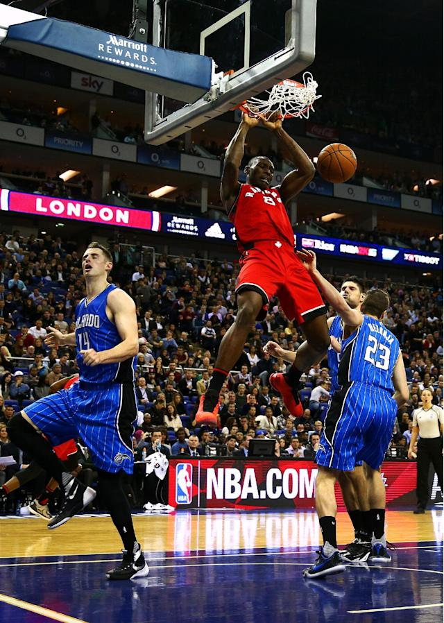 LONDON, ENGLAND - JANUARY 14: Bismack Biyombo #8 of the Toronto Raptors dunks during the 2016 NBA Global Games London match between Toronto Raptors and Orlando Magic at The O2 Arena on January 14, 2016 in London, England. (Photo by Clive Rose/Getty Images)