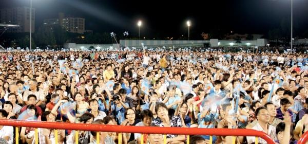 The Workers' Party's second GE rally packs the Serangoon stadium with tens of thousands of people. (Yahoo! photo/Ion Danker)