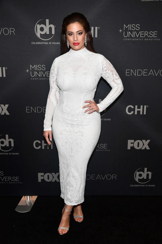 Ashley Graham stunned on the black carpet in a white dress by Michael Costello. (Photo: Getty Images)