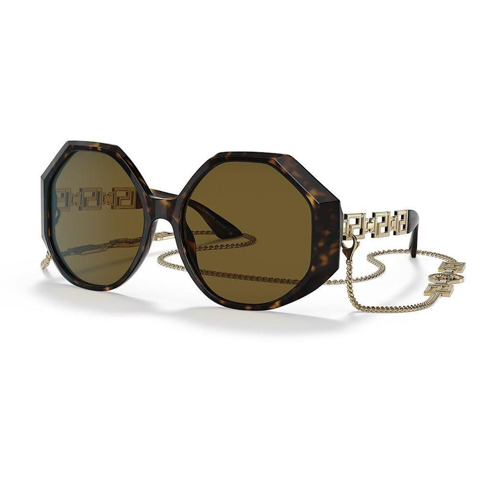"""<p><strong>versace</strong></p><p>sunglasshut.com</p><p><strong>$511.00</strong></p><p><a href=""""https://go.redirectingat.com?id=74968X1596630&url=https%3A%2F%2Fwww.sunglasshut.com%2Fus%2Fversace%2Fve4395-8056597352741&sref=https%3A%2F%2Fwww.elle.com%2Ffashion%2Fshopping%2Fg36831494%2Ftravel-gift-ideas%2F"""" rel=""""nofollow noopener"""" target=""""_blank"""" data-ylk=""""slk:Shop Now"""" class=""""link rapid-noclick-resp"""">Shop Now</a></p><p>Are they prone to losing sunglasses? Then they'll definitely appreciate the chain on this pair. </p>"""